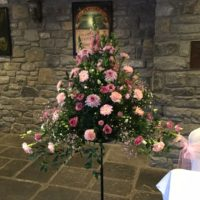 Pedestal arrangement pink